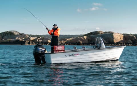 Sting 535 Pro action picture fishing seen from starboard side gktdtjyk2v